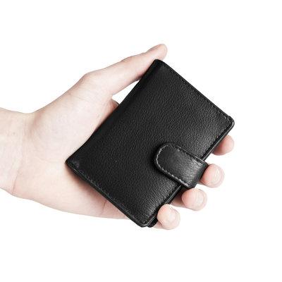 Pasjeshouder met cardprotector gemaakt van zwart rundleer