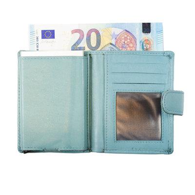 Pasjeshouder met cardprotector gemaakt van lichtblauw rundleer