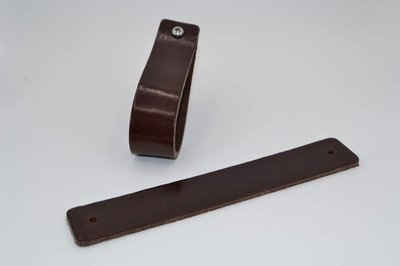Brown leather handles in the size XL