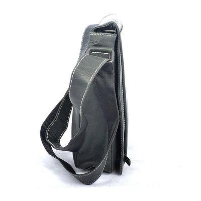Zwart buffelleren schoudertas met klep en magneetsluiting