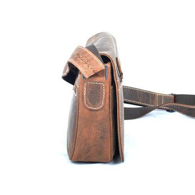 Buffel leren schoudertasje met 4 ritsvakken in de kleur cognac