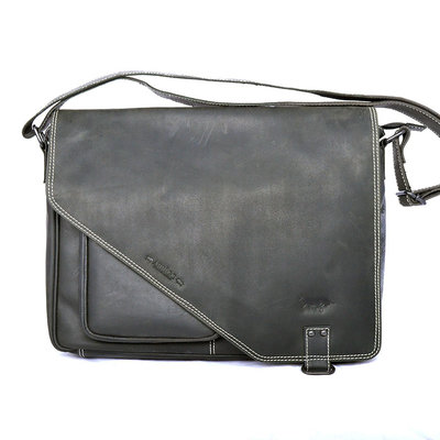 Buffalo XL messenger bag with flap, black