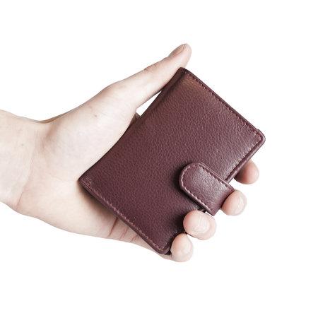 Pasjeshouder met cardprotector van bordeauxrood leer