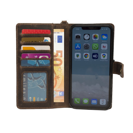Apple iPhone 11 Pro Max Bookcase Hoesje Lichtbruin Leer