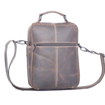 Compacte schoudertas van buffelleer in de kleur donkerbruin