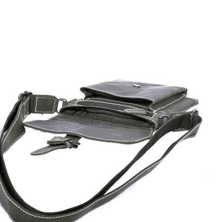 Zwart buffelleren schoudertas met klep