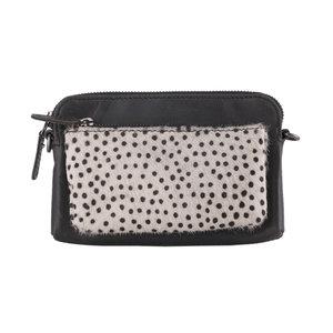 Crossbody schoudertasje van zwart leer met een dierenprint - Arrigo.nl