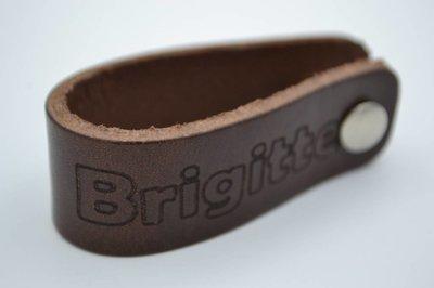 bruine echt lederen sleutelhanger met eigen naam of logo