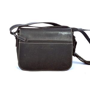 Zwart leren schoudertasje met klep - Arrigo